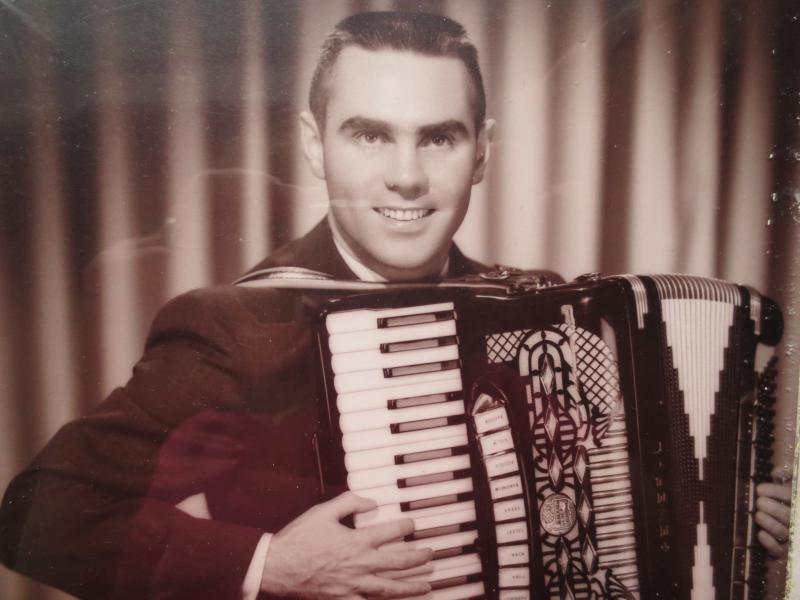 LARRY LARSON WITH ACCORDION