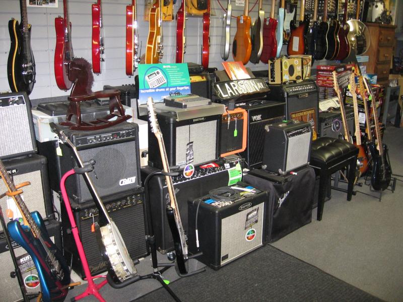 amplifiers for electric guitars, bass guitars and keyboards